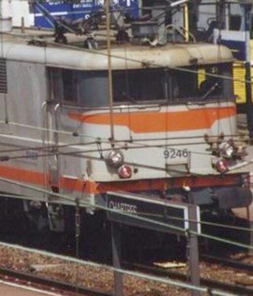BB9200 - (Fenêtres latérales fermées) - 1/220